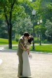 2对夫妇亲吻 库存照片