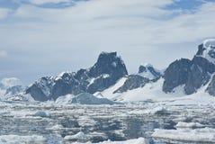 2座南极洲山 库存照片