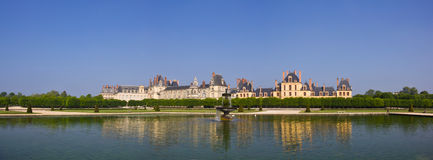 2座城堡枫丹白露全景 免版税库存照片