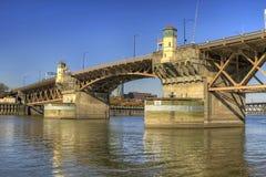 2座桥梁burnside俄勒冈波特兰河willamette 库存图片
