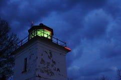 2座灯塔晚上 库存照片