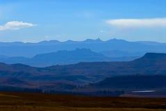 2座蓝色drakensberg山 库存图片