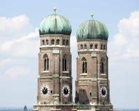 2座钟楼 免版税库存照片