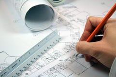 2张建筑师图纸工作 库存照片