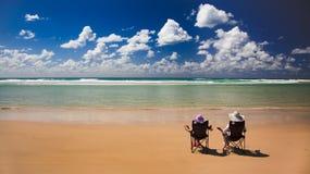 2张海滩睡椅qe 库存照片