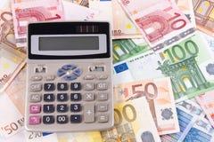 2张钞票计算器欧元 库存照片