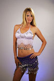 2性感腹部白肤金发的舞蹈演员 免版税库存照片