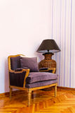 2把扶手椅子紫色 免版税库存图片