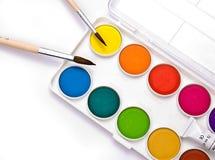 2支画笔树胶水彩画颜料 免版税库存照片