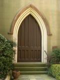 2有历史被成拱形的教会的门 免版税库存照片