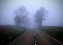 2有薄雾的路 免版税库存照片