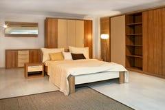 2木的卧室 免版税库存照片
