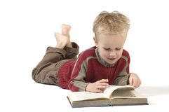 2本书男孩读取 免版税库存照片