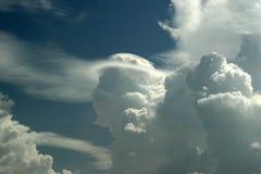 2朵云彩表面 免版税库存照片