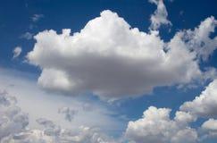 2朵云彩 库存图片
