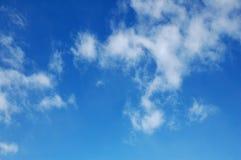 2朵蓝色云彩天空白色 库存照片