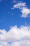 2朵蓝色云彩天空 库存照片