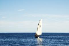 2条小船航行 免版税库存照片