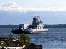 2条小船轮渡卡车 库存图片