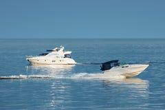 2条小船马达 免版税库存照片