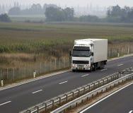2条高速公路大拖车 免版税库存照片