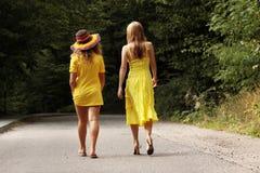 2松弛青少年的妇女 库存图片