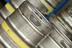 2桶啤酒钢 免版税图库摄影