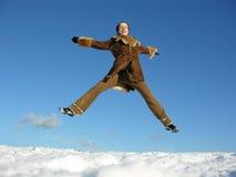 2次飞行女孩跳冬天 库存图片