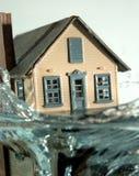 2次洪水房子 库存图片