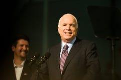2水平约翰mccain参议员微笑 免版税库存图片