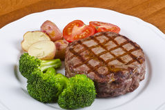 2烤牛肉服务的牛排蔬菜 免版税库存图片