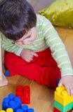2男婴少许老使用的玩具岁月 免版税图库摄影