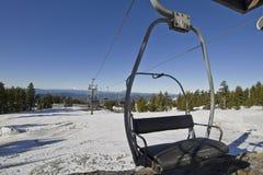 2种敞篷推力挂接滑雪 库存图片