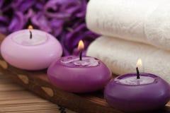 2紫色放松温泉 免版税库存图片