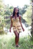 2美丽的服装印第安佩带的妇女 免版税库存图片