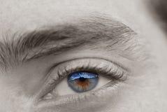 2美丽的眼睛镜子 库存照片
