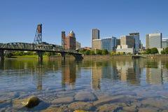2街市俄勒冈波特兰反映地平线 库存图片