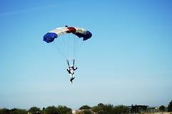 2跳伞运动员 图库摄影