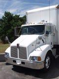 2辆卡车白色 免版税库存图片