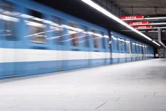 2辆地铁蒙特利尔s地铁 免版税图库摄影