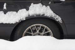 2辆汽车冬天 库存图片
