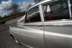 2辆汽车婚礼 库存图片
