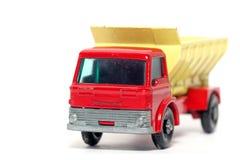 2辆汽车沙粒老分布的玩具卡车 库存图片