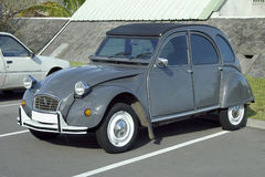 2辆汽车citroen cv 免版税库存照片