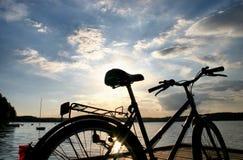 2辆自行车结尾行程 免版税库存照片
