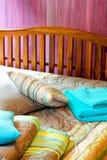 2间卧室紫色 库存图片