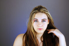 2青少年美好的女孩的headshot 免版税库存照片