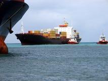 2靠码头的船 免版税库存照片