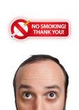 2题头他的在符号抽烟的年轻人的人没& 免版税库存照片