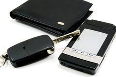 2黑色汽车关键字移动电话钱包 免版税库存照片